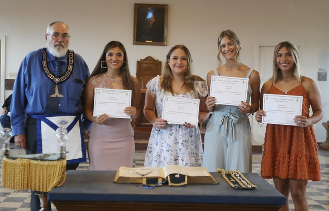 Five area seniors received scholarships from the S.B. Mosser Masonic Lodge #912. Pictured are (LtoR): Charles Ragland, Head of Scholarship, Elizabeth Charles, Sierra Starns, Talee Oaks and Jacqlyn Villarreal. Not pictured is Carolina Guerrero.