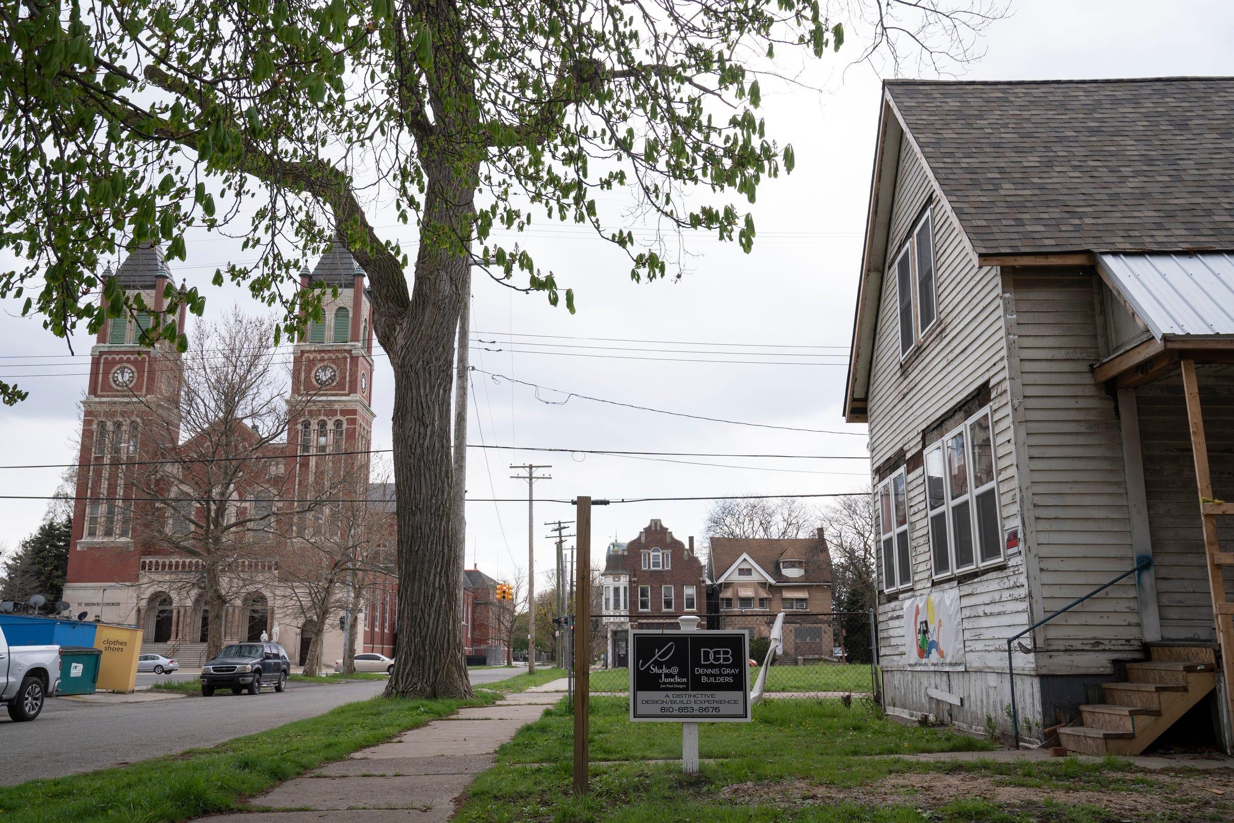 Congress of Communities, una organización sin fines de lucro de Southwest Detroit, mueve sus oficinas centrales a esta casa en proceso de remodelación cerca de la iglesia católica de St. Hedwig, el 22 de abril de 2021.
