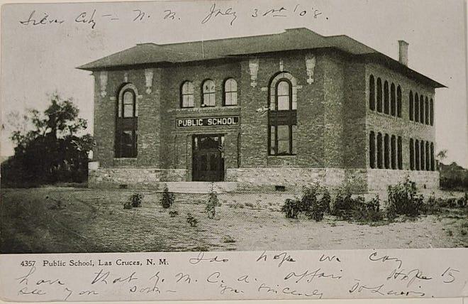 Postcard of a public school building in Las Cruces, circa 1908.