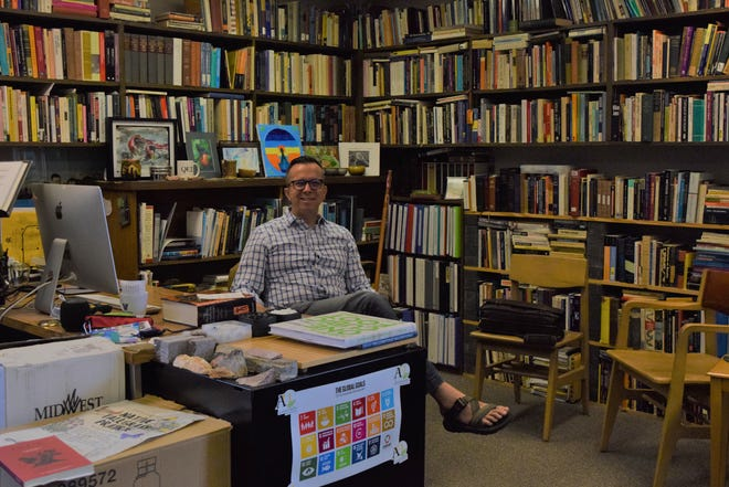 David O'Hara is a professor of philosophy, classics and environmental studies and is the director of sustainability at Augustana University. O'Hara is known to read more than 300 books each year.
