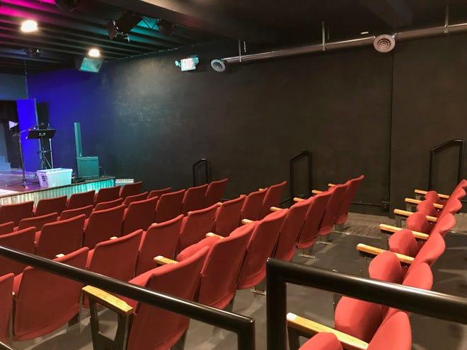 Em breve, as vagas serão preenchidas novamente no Iron Horse Community Theatre em Cambridge.