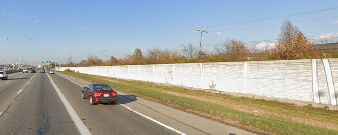 The noise barrier wall along Interstate 71 northbound just south of the Route 161 exit as it looked in November 2020.