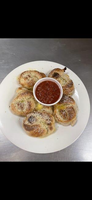 Garlic knots with marinara at Pizzeria New York.