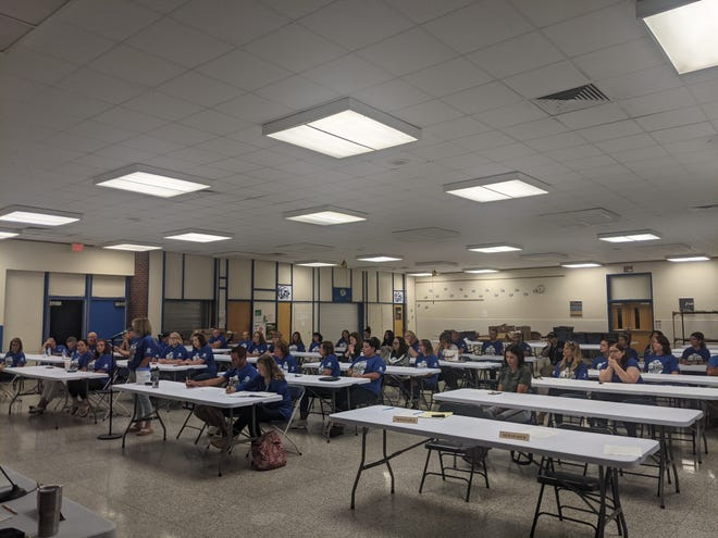 The Ellwood City Area School Board approved a new contract with the district teachers during its most recent meeting. Many teachers attended the meeting to raise their concerns and see the outcome of the vote.