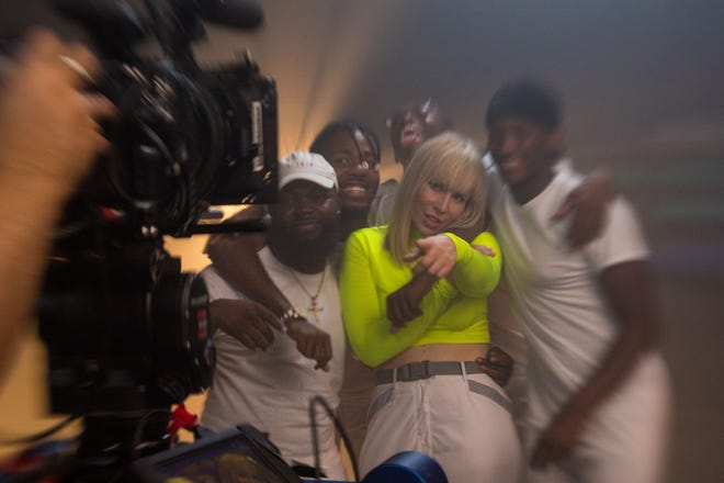 Natasha Bedingfield, center, poses with the Digital Vibez dance crew, from left, Willy, Rony, Jubi and Flick, who participated in her latest music video.