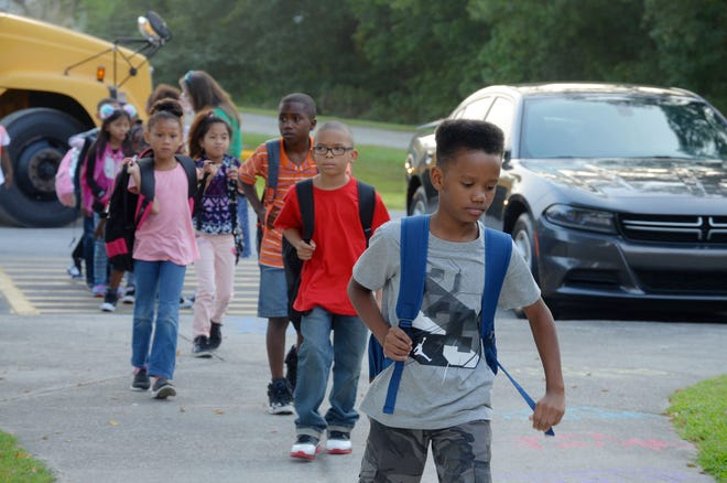 School buses arrive at Oaks Road Academy as students come back to school for the first day of classes. [TODD WETHERINGTON / SUN JOURNAL STAFF]