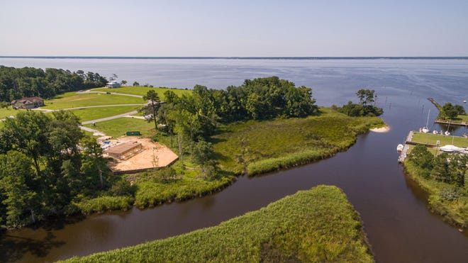 Arlington Place is a waterfront comunity between the Neuse River and Mill Creek.