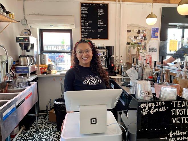 Martha Valenzuela es propietaria de Desio Coffee Shack, que sirve bebidas inspiradas en su infancia.  Tres Leches Latte es la bebida más popular.
