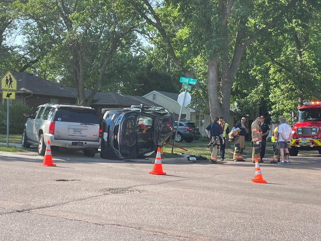 A 2014 Kia Sorento on its side, next to a 2009 GMC Yukon. The driver of the Kia has been cited with failure to stop at the stop sign on 33rd and Lake.
