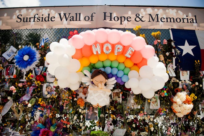 A balloon sculpture adorns the Surfside Wall of Hope and Memorial as workers search the site of the collapsed Champlain Towers South building in Surfside, Fla. July 11, 2021. MEGHAN McCARTHY/Palm Beach Post