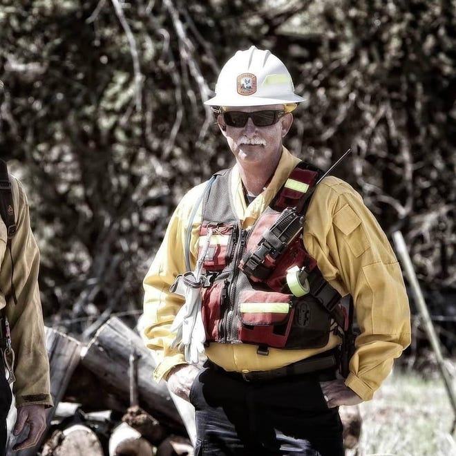 Former Stockton Fire ChiefJeff Piechura was one of two peoplekilled in a plane crash over the weekend while monitoringa wildfire in Arizona.