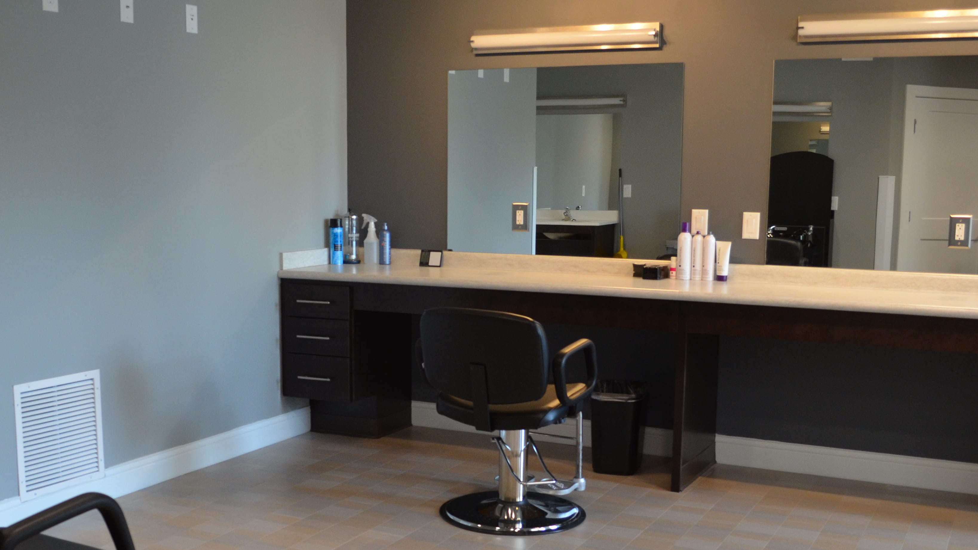 A fully handicap-accessible salon is one amenity at Parkview Corner.