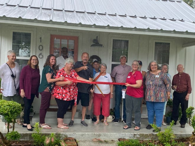 The Smithville Chamber of Commerce held a ribbon cutting ceremony July 8 for Foxcroft Cottage, a beautiful vacation rental located in the heart of downtown Smithville, at 106 Cleveland St.