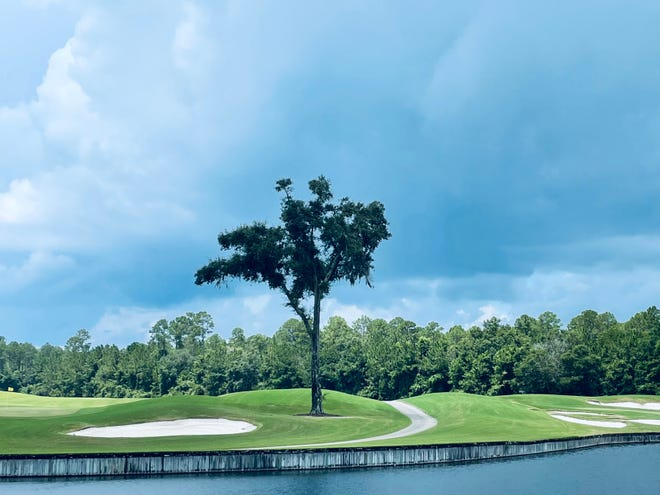 The first round of a U.S. Amateur qualifier at the St. Johns Golf and Country Club on Monday was delayed twice by dangerous weather in the area.