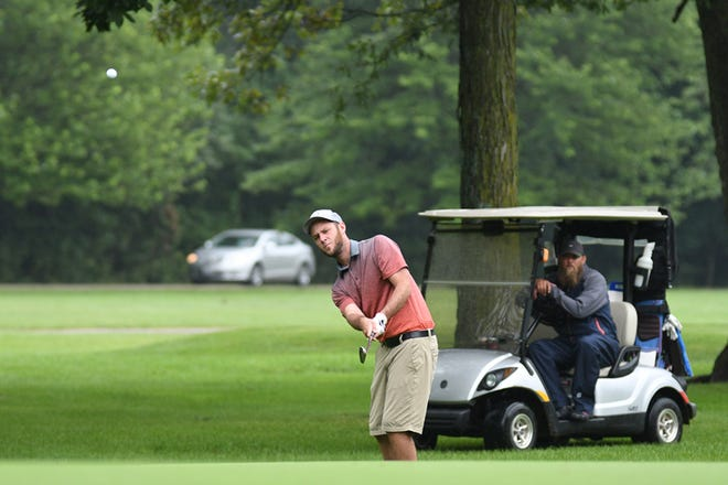 David Blake chips onto the green Sunday afternoon during the final round of the Galesburg Men's All-City Golf Tournament at Lake Bracken Country Club. [BILL NICE/The Register-Mail]