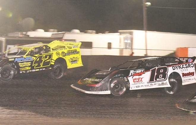 Shannon Babb (18) slides underneath McKay Wenger for the winning pass in Friday's $10,000-to-win Summer National race at Farmer City Raceway.