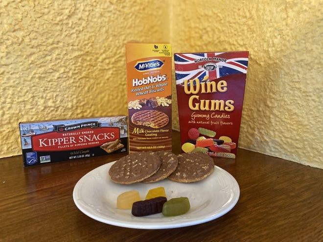 Il n'y a pas de vin dans Wine Gums, mais les friandises en forme de boule de gomme font partie des contributions du Royaume-Uni, avec Kipper Snacks (alerte au hareng) et Hobnobs, un biscuit britannique (que nous pourrions appeler cookie).