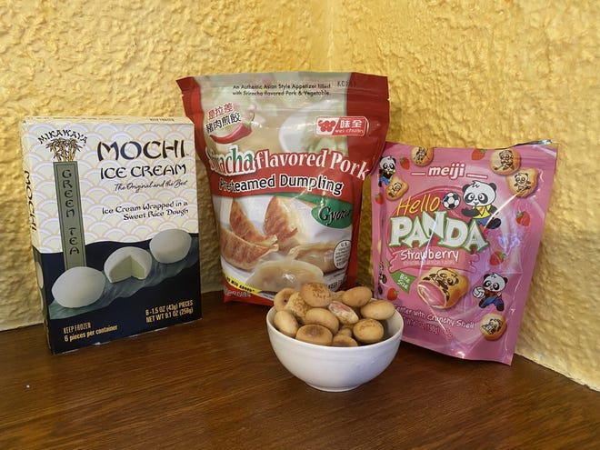 Les fans japonais peuvent se régaler avec la crème glacée Green Tea Mochi, Gyoza (comme des autocollants de pot) et Hello Panda, les bouchées sablées déjà familières aux Américains.