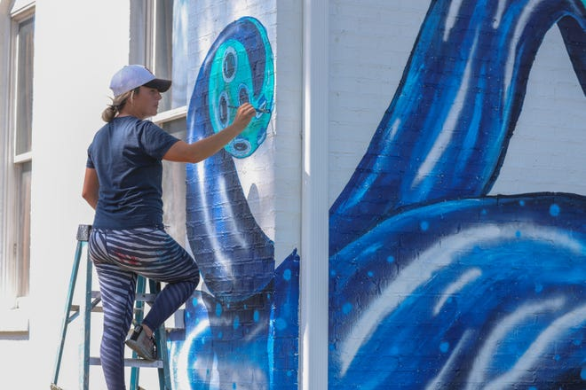 """Nashville artist Tara Aversa has been selected to paint Columbia's new """"Walls for Women"""" mural, which is expected to begin its preliminary design work in September."""