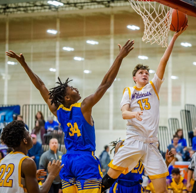 Braden Appelhans (13), who averaged 16.2 points as a junior, is leaving Blue Springs High School for his senior season to attend Western Reserve Academy in Ohio.