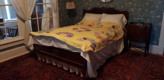 The Dresden Plate pattern quilt made by Eva E. Gentry is on loan to the Sam Rayburn House from the Eisenhower Birthplace State Historic Site.