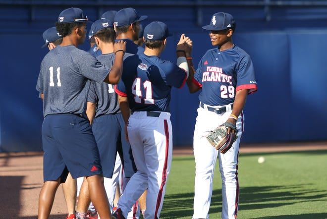 Florida Atlantic infielder B.J. Murray, right, interacts with teammates before a 2019 game. The Chicago Cubs selected Murray, who attended Trinity Christian Academy in Palm Beach County, in the 15th round of the MLB Draft on Tuesday.