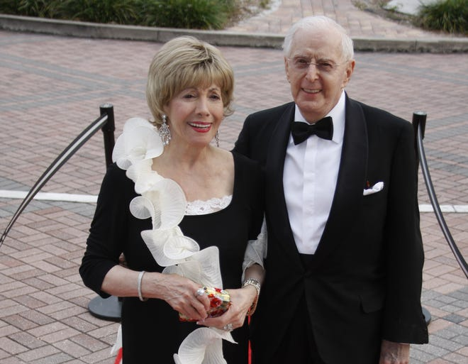The family of the late Lee and Bob Peterson have donated a combined $750,000 to name the lobby in a new production facility building at Asolo Repertory Theatre in their honor.