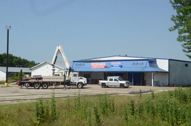 Harbor Freight Tools formally announced plans Tuesday to open a new location in Frontenac by the end of the summer.