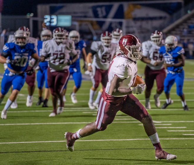 Red Oak tight end La'Kelsey Johnson (11) breaks into the open field during a District 4-5A (I) game at Midlothian last November. The Hawks have filled an open date by scheduling a Philadelphia school, Neumann-Goretti, at Billy Goodloe Stadium on Sept. 10.