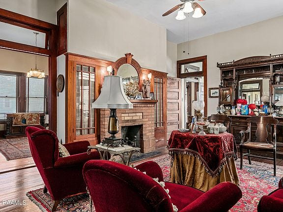 The Frank Jeanmard House commands the corner of Dunreath and Brashear on five lotsin Elmhurst Park. On the market for$435,000, thishistoric home has three bedrooms and one and a half bathrooms in2,324 square feet.
