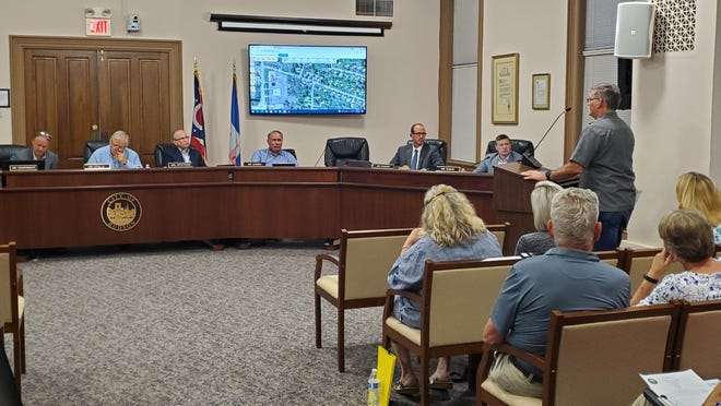 Gary Maher, at the podium, makes his case against a proposed townhouse development off Barlow Road at a planning commission hearing Monday.