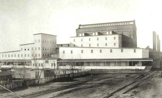 By 1912, the original salt plant it had expanded producing 4,000 barrels a day.