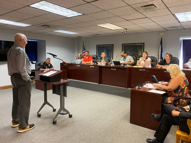 Tom White addressed questions and concerns about the future of the McIntosh from Ravenswood City Councilmembers Tuesday night in a special meeting.