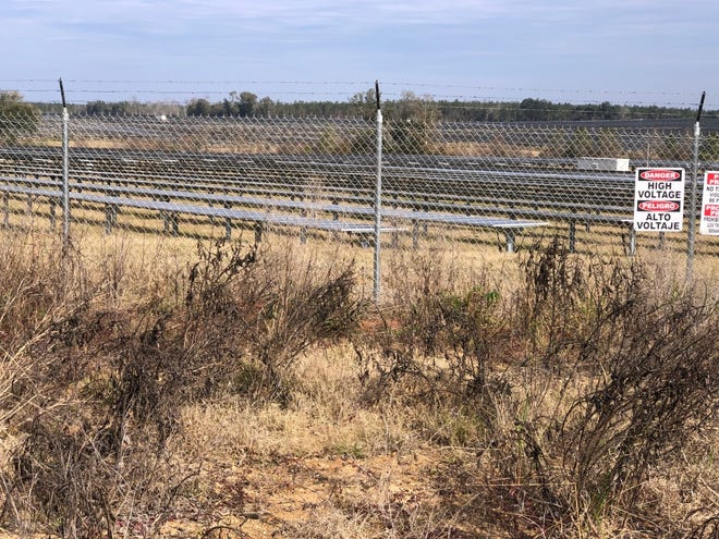 A Gulf Power solar farm is seen in Jackson County. Walton County commissioners' unanimous vote Tuesday to accept a legal settlement with Gulf Power clears the way for construction of a similar solar power facility in north Walton County.