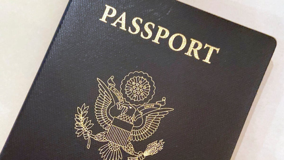 US passport delays lead to long lines of would-be travelers 3