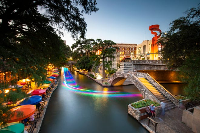 One of the most popular tourist attractions in Texas, the River Walk beautified and preserved the San Antonio River, creating a linear park below street level with bridges, sidewalks and thousands of plants.