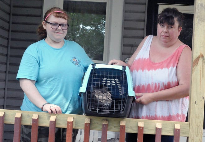Taylor Boylen and her mom Cathy Bacan with Mitzi the cat who needs a new home.
