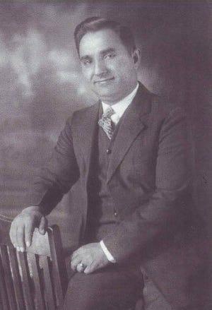 Ο Νικ Φασόλ, πρώιμος Έλληνας μετανάστης στο Φαγιέτβιλ, ήταν θείος του Στιβ Πάρις.