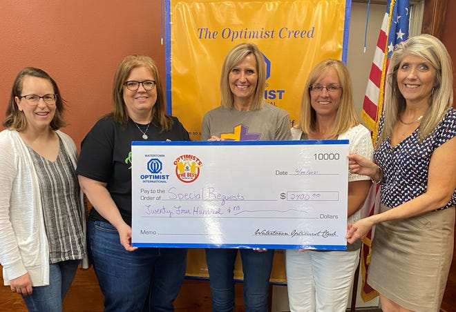 Watertown Optimist Club Winter Wonderland 2020 grants went to Kelly Jaderborg and Jodi Loehrer for Codington County 4-H, $650; Brooke Poppen and Becky Mahowald for Fellowship of Christian Athletes, $1000; and Julianne Endres for the Watertown Artwalk $750.