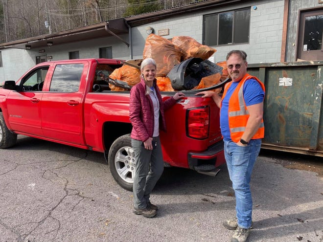 Jerry and Darlene Willis are saving Great Smoky Mountains National Park, one piece of litter at a time. Jerry is founder and president of Save Our Smokies (S.O.S.), one of many groups that work together as Litter Patrol volunteers.