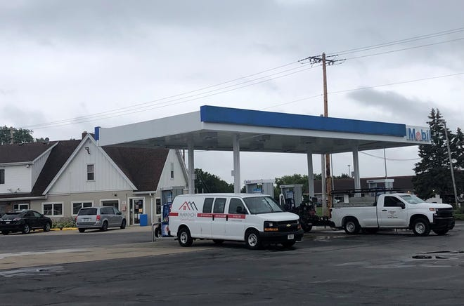 The Mobil gas station at 10616 Northwestern Ave. in Franksville is seen Thursday, July 15, 2021. A Hartland man who killed a patron at a nearby gas station then tried to carjack an undercover officer at the Mobil station died from his injuries after he shot himself in the head and was also shot by the officer.