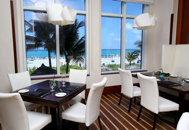Pranzo sulla spiaggia: il 3800 Ocean Restaurant si trova presso il Palm Beach Marriott Singer Island Resort.