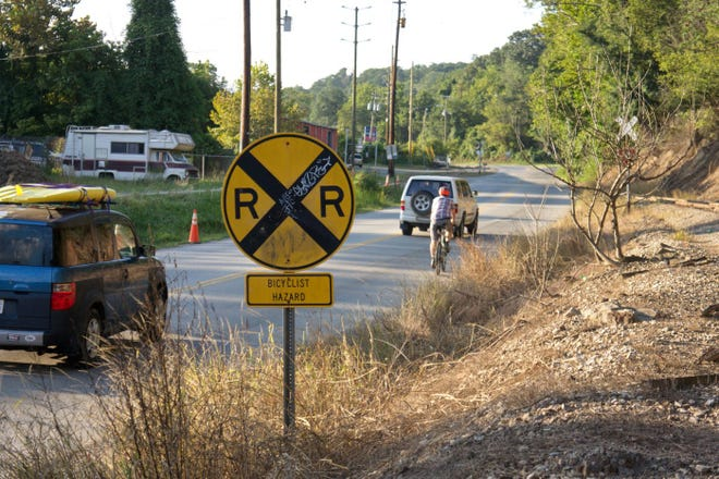 A warning sign for cyclists ahead of the railroad tracks on Riverside Drive, which has been the scene of accidents for more than 130 cyclists.