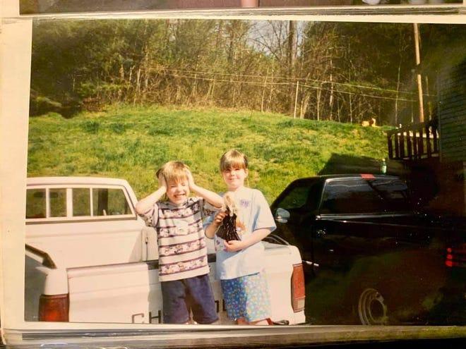 Jacob Biddix and Devon Biddix as children.