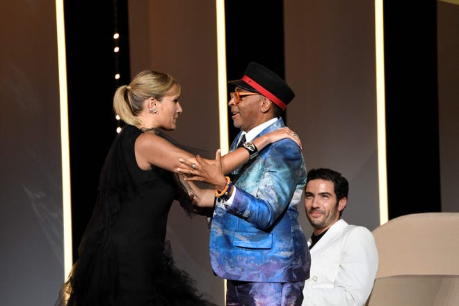French director Julia Ducornau (l) thanks American director and jury president of the 74th Cannes Film Festival, next to French actor Spike Lee (c) and official selection jury member Tahar Rahim for his film at the Palme d' and after winning