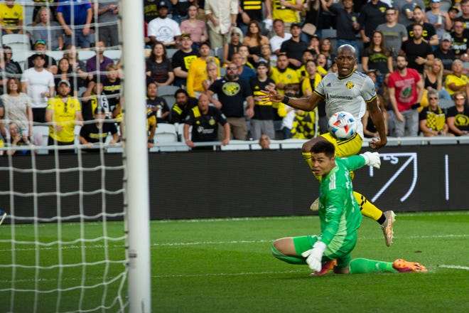 The Crew's Darlington Nagbe puts the ball past New York goalkeeper Luis Barraza in the third minute of first-half stoppage time Saturday.