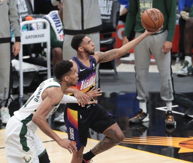 Some people are not happy with Phoenix Suns point guard Cameron Payne's NBA 2K22 rating. Not happy at all.