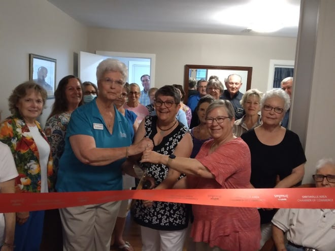 The Smithville Chamber of Commerce recently held a ribbon cutting for Helping Hands of Hope, a ministry of the First United Methodist Church, at 206 NE Sixth Street in Smithville.