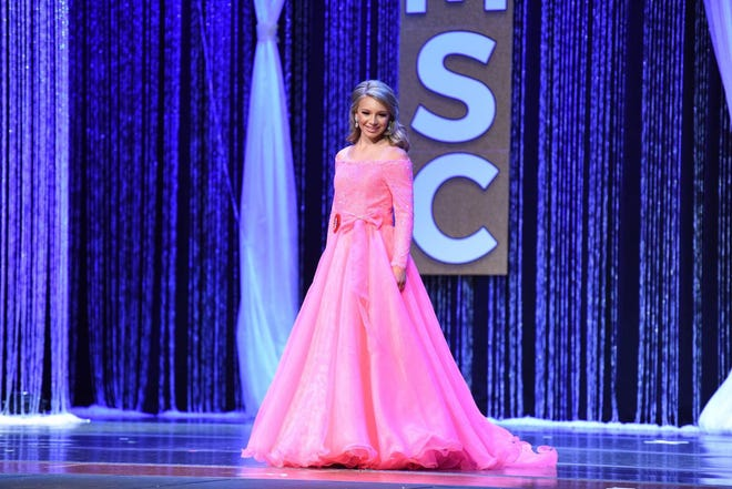 Kinley Cook represented Hampton County in the Little Miss South Carolina Pageant.