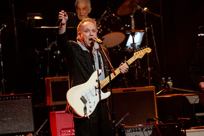 Texas bluesman Jimmie Vaughan brings his act to the WJCT Soundstage in September.